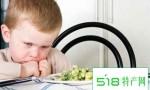 老人常把饭菜嚼着喂宝宝,孩子易患胃炎