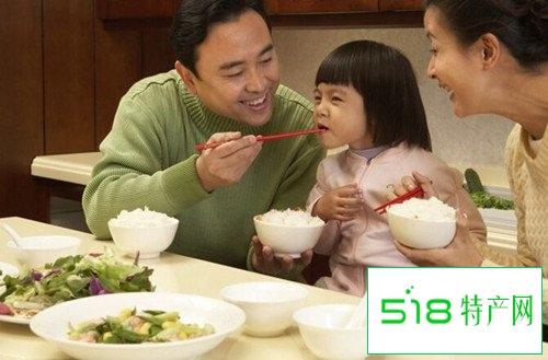 孩子2岁后别喂饭吃多少他有数