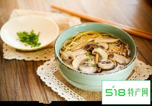 教您在家自制鲜美的菌汤面条