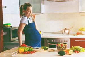 孕妇多久产奶