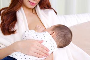 母乳婴儿拉绿屎怎么回事