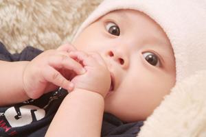 婴儿不喜欢哭是啥原因