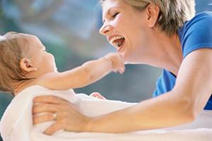 两岁宝宝脸上长痘痘怎么办