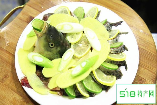 """入伏后""""多吃酸少受苦""""!这道清蒸柠檬鱼,酸爽开胃、轻松过夏天"""