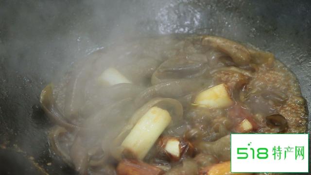 厨师长教你大葱烧海参家常做法,一个小技巧,海参不腥熟的快