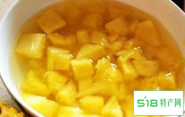 菠萝为什么要用盐水泡一下才能吃
