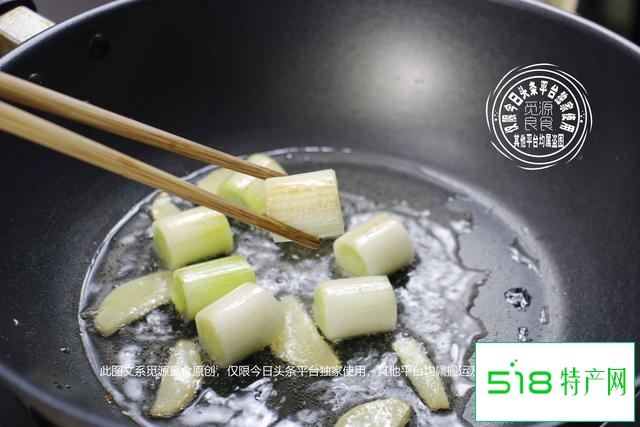 海参如何做好吃?焯水后煨制是关键,地道做法四个步骤滑嫩无腥味