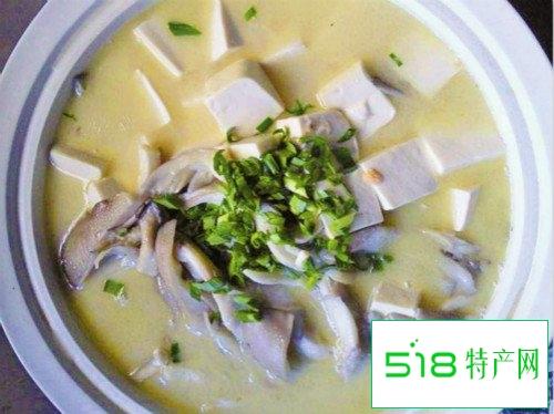 产后营养汤谱:豆腐蘑菇鲫鱼汤